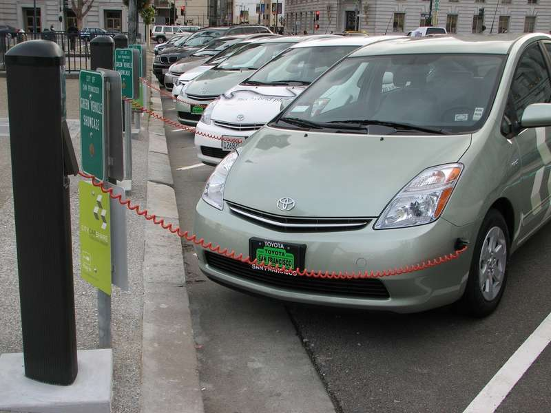 Электромобили наулицах Сан-Франциско
