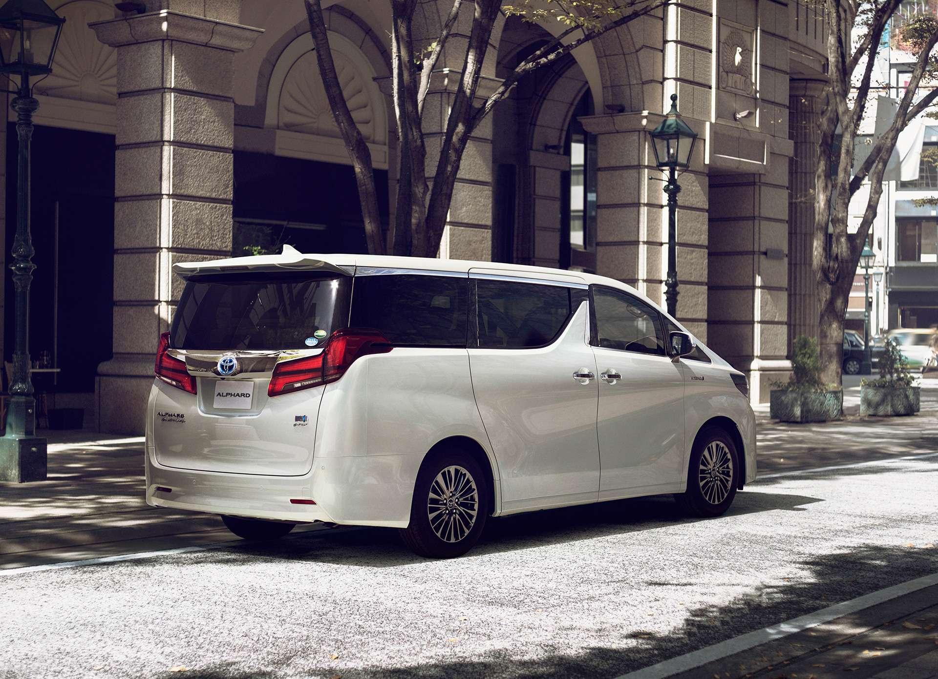 Обновленный Toyota Alphard: маски-шоу иновый силовой агрегат— фото 829984