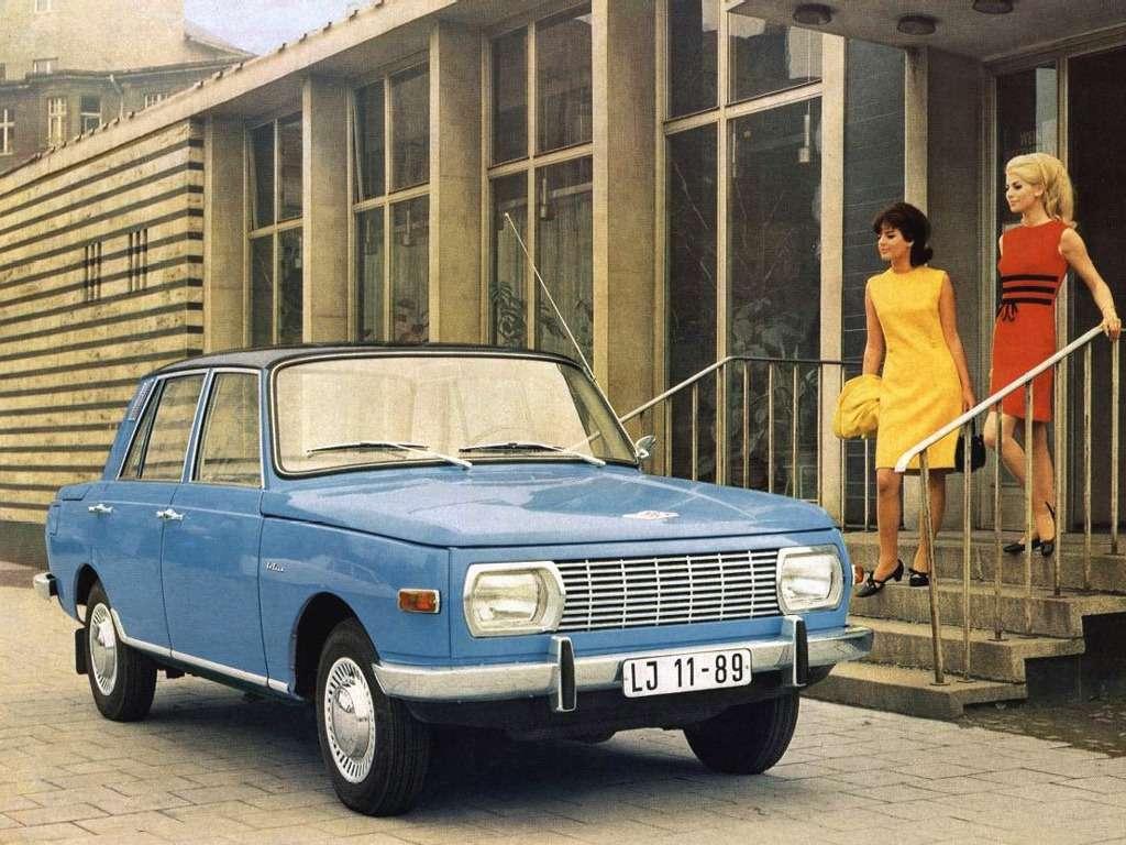 Таким онзапомнится— Wartburg 353 образца 1966 года. Располагая мощностью 45л.с. автомобиль массой 920кг разгонялся до80км/ч за15с иразвивал максимальную скорость 125 км/ч.