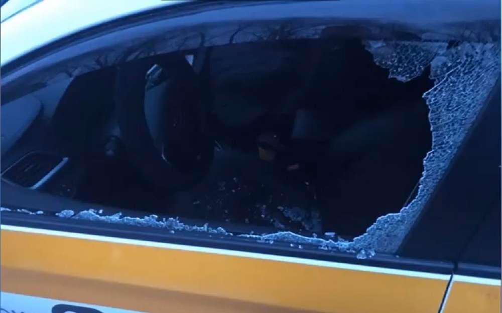 ВМоскве мужчина расстрелял такси изпистолета (видео)