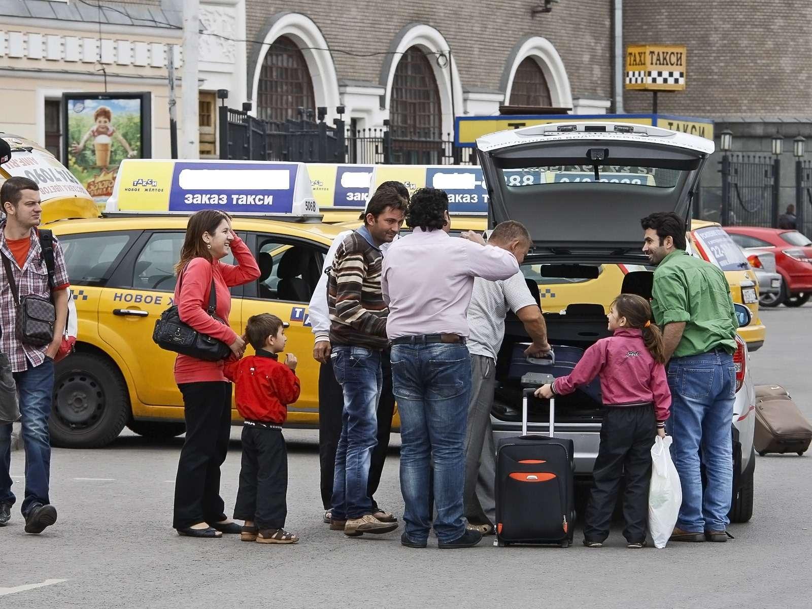 В Москве иРоссии одни изсамых дорогих поездок натакси изаэропорта вцентр