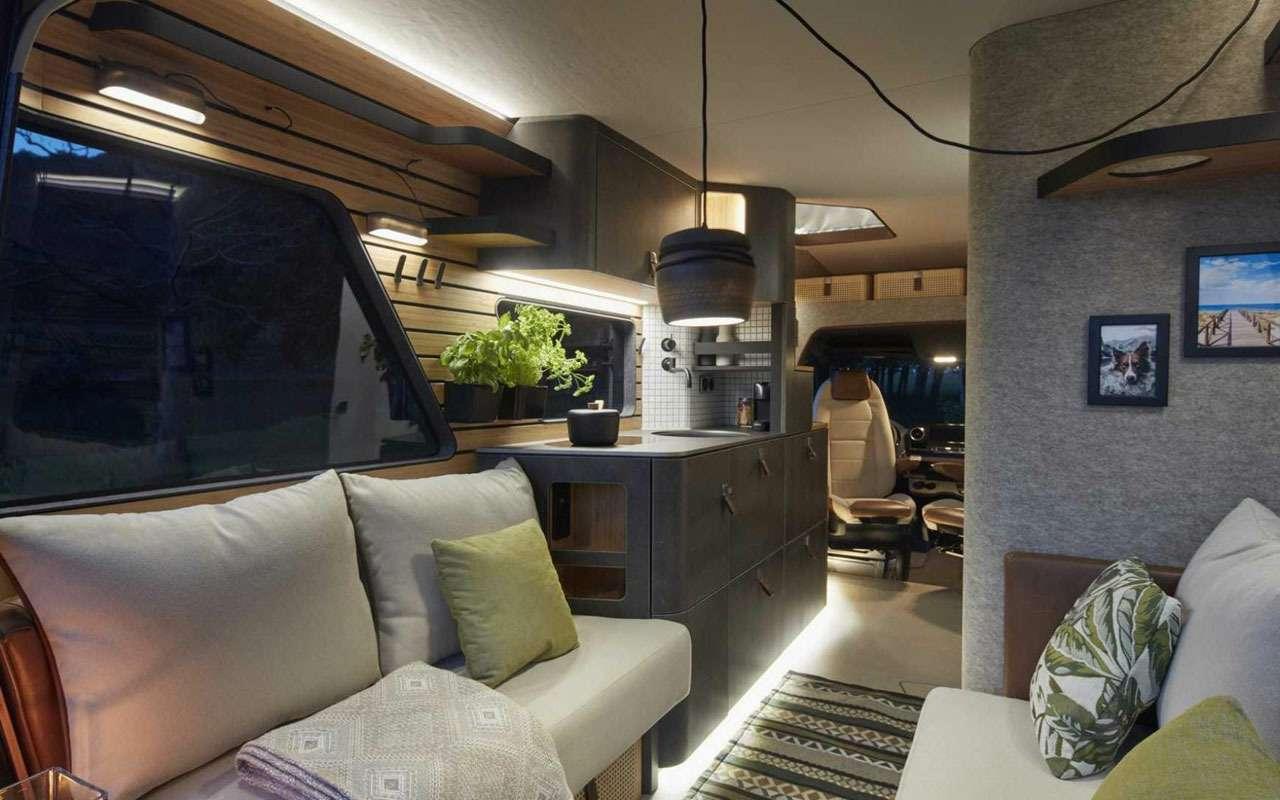 Кровать подкрышей ипанорамные окна— вот автодом будущего