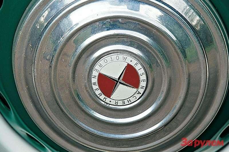 Восточногерманский социалистический вариант знаменитой баварской эмблемы.