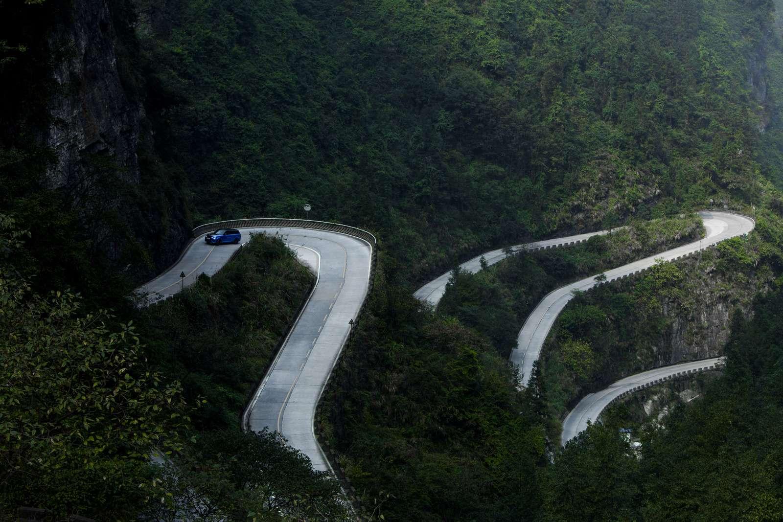 Range Rover Sport SVR оказался быстрее Ferrari нагорной дороге— фото 853302