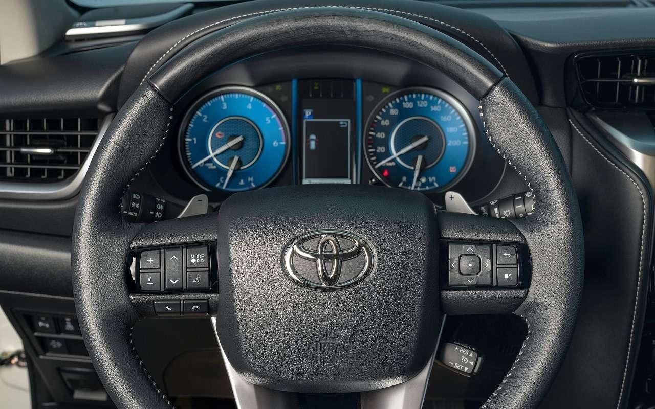 Обновленные Toyota Fortuner иHilux: открыт прием заказов— фото 1154173