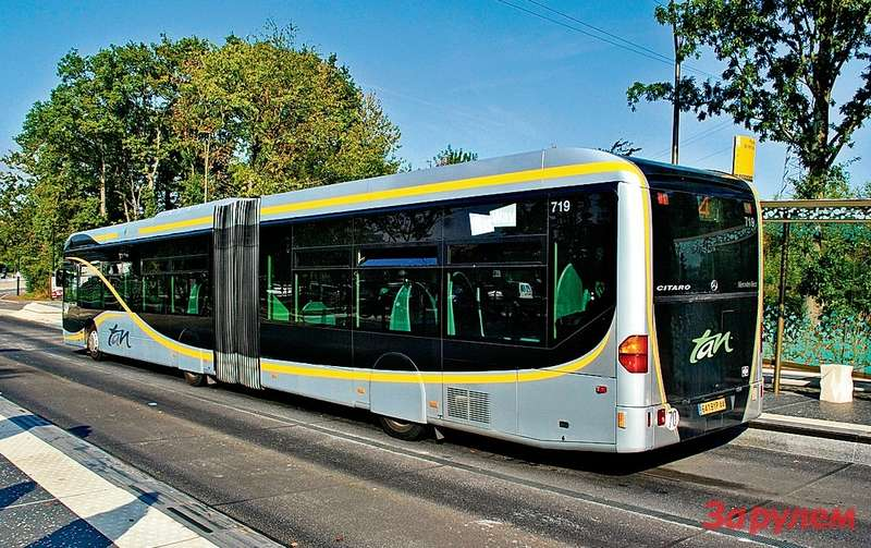 Автобусам постарались придать как можно больше сходства... страмваем— именно онстал длягорожан эталоном комфорта ибыстроты передвижения.