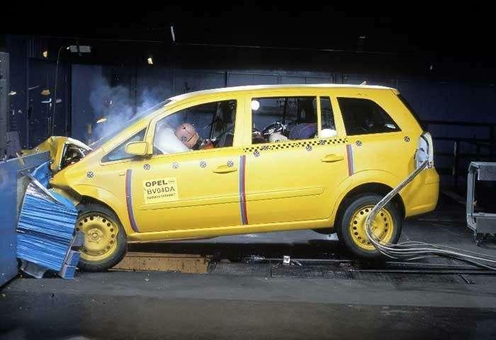 Opel Zafira получил 5звезд вкрэш-тестах NCAP— фото 104370