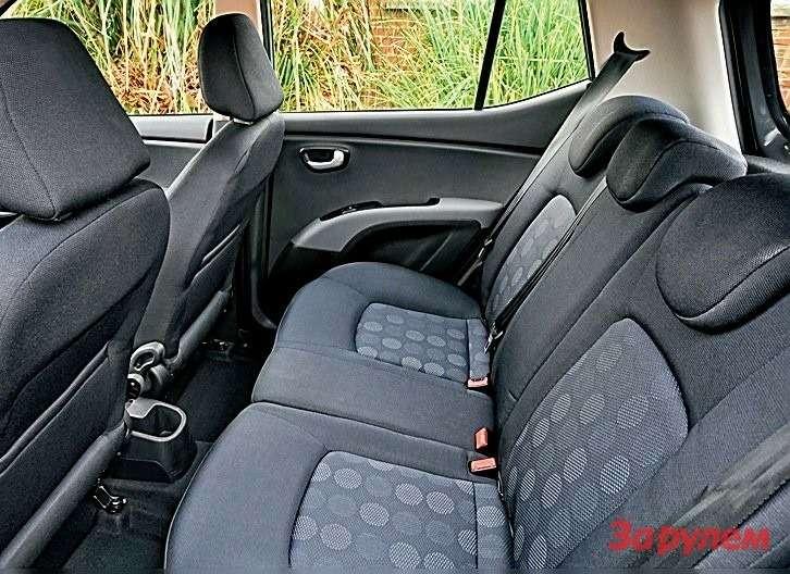 В просторе назаднем диване i10не уступит иным автомобилям классом выше.
