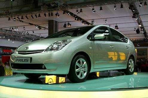 Внедорожники Lexus станут гибридами— фото 39601