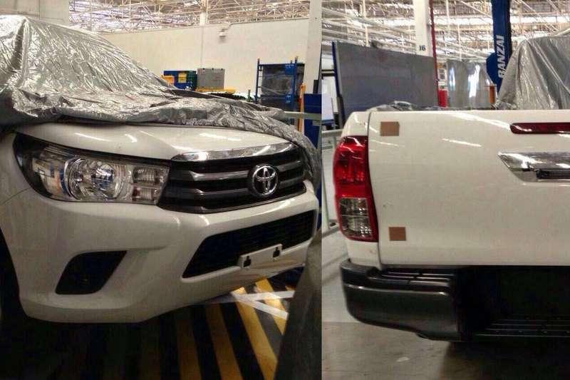 2015-Toyota-Hilux-1