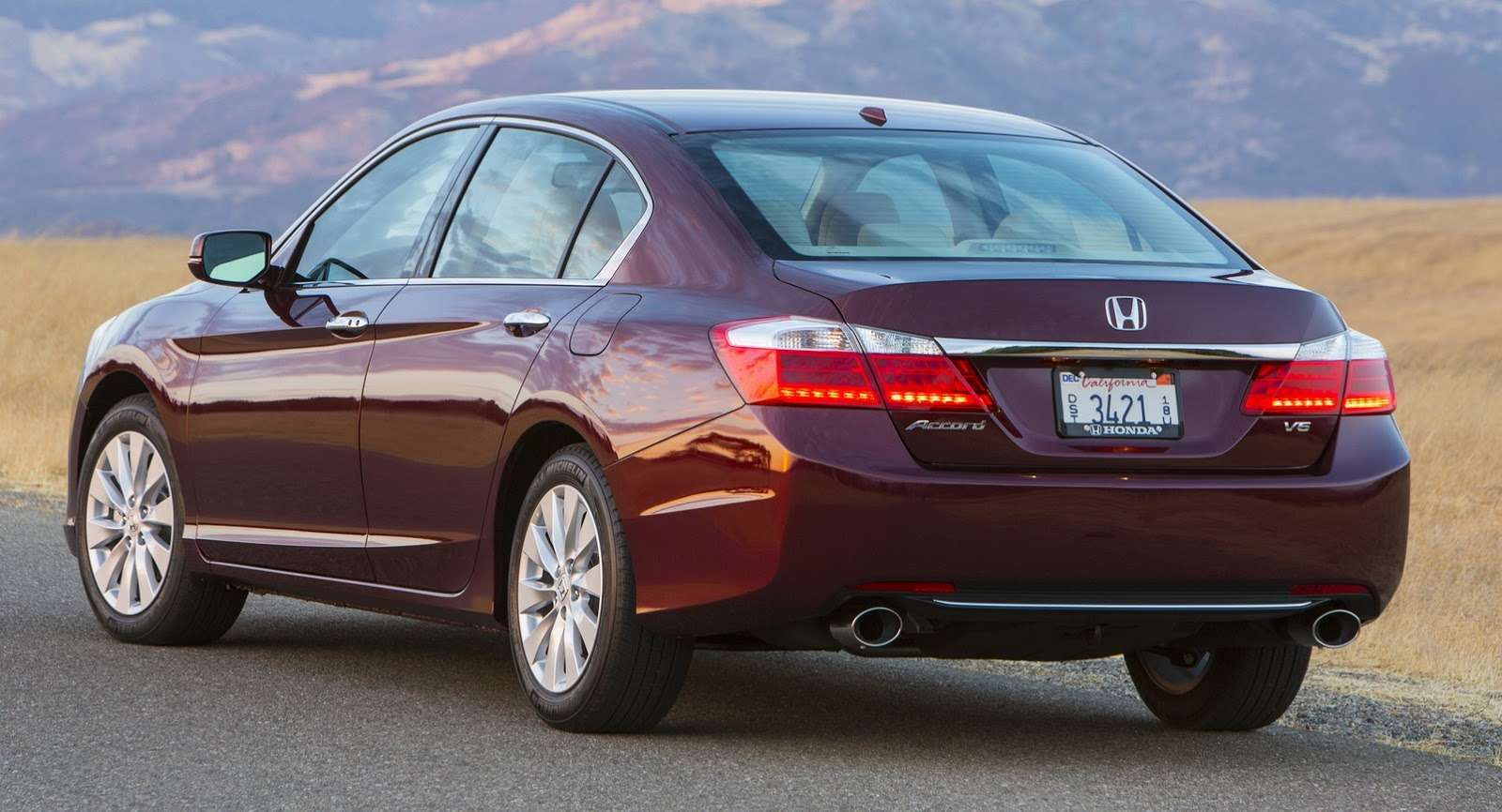 2016-Honda-Accord-VS-2015-4