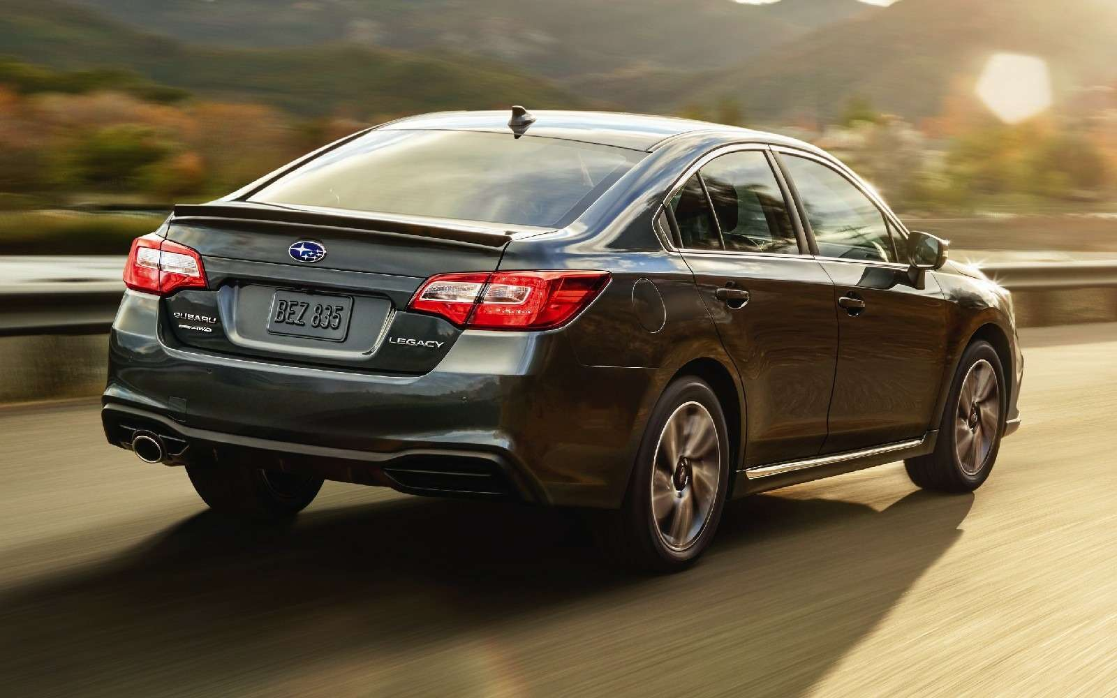 Subaru возвращает вРоссию седан Legacy— фото 816597