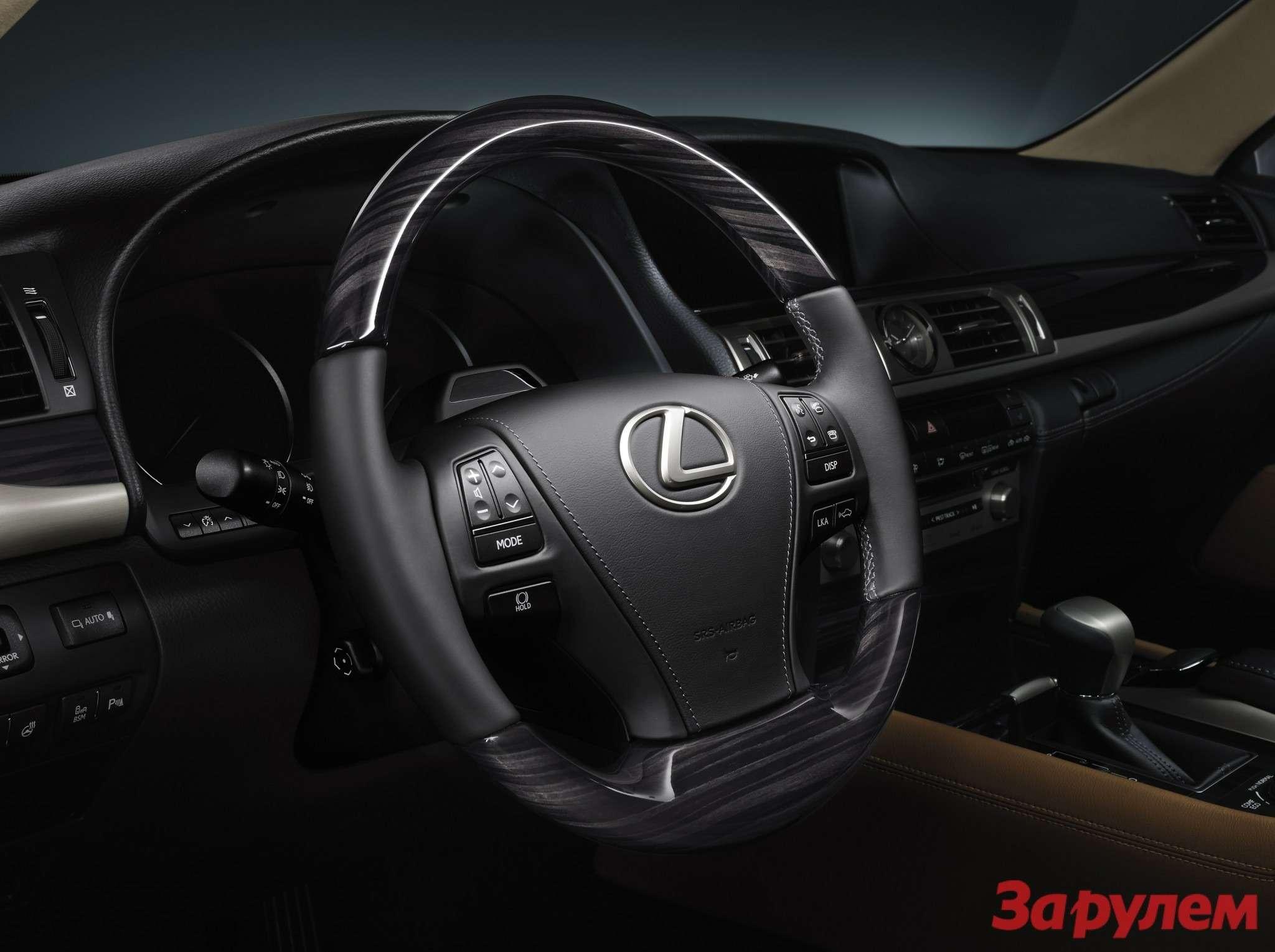 LS2013 Shimamoku Steering Wheel Left View US