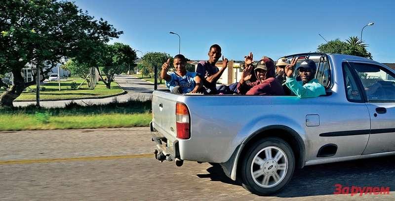 Такчасто перемещаются подорогам местные обитатели. ПДД этого незапрещают. Ачто делать, когда нет денег!