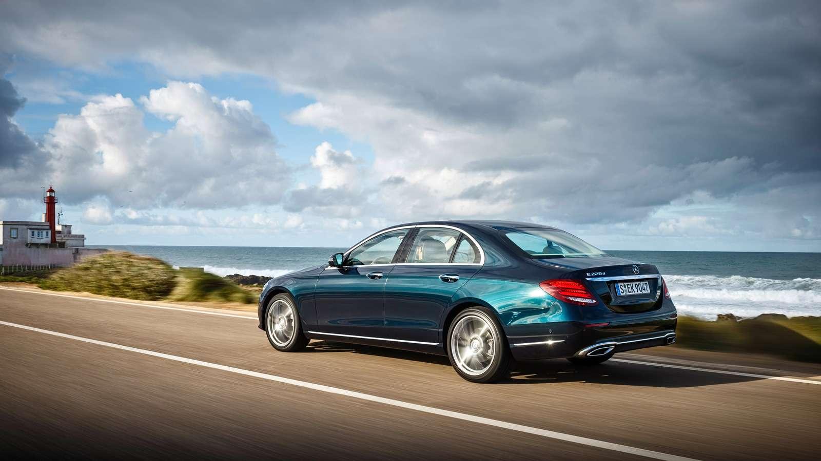 Новый  Mercedes-Benz E-класса: сравниваем версии— фото 570031