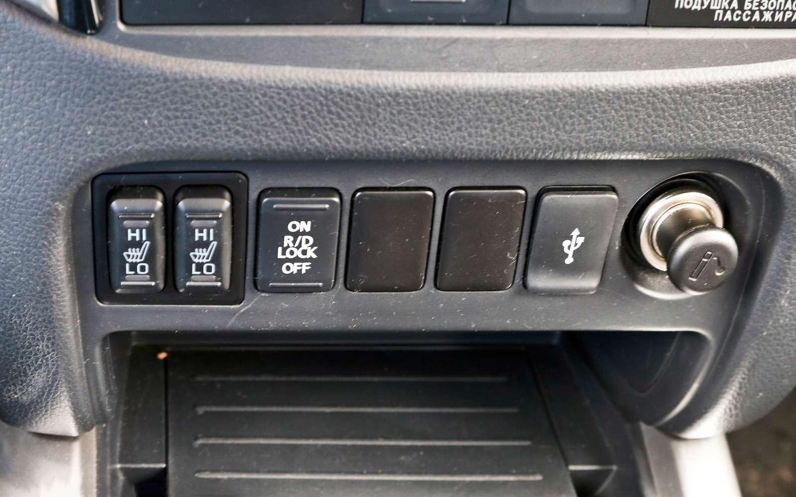 Пикапы Isuzu D-Max, Mitsubishi L200и Toyota Hilux: на«обортаж»!— фото 698454