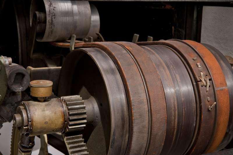 Ременная передача пообразцу Бенца показалась предпочтительнее запатентованной братьями трансмиссии сзубчатым зацеплением. Фото: www.thehenryford.org