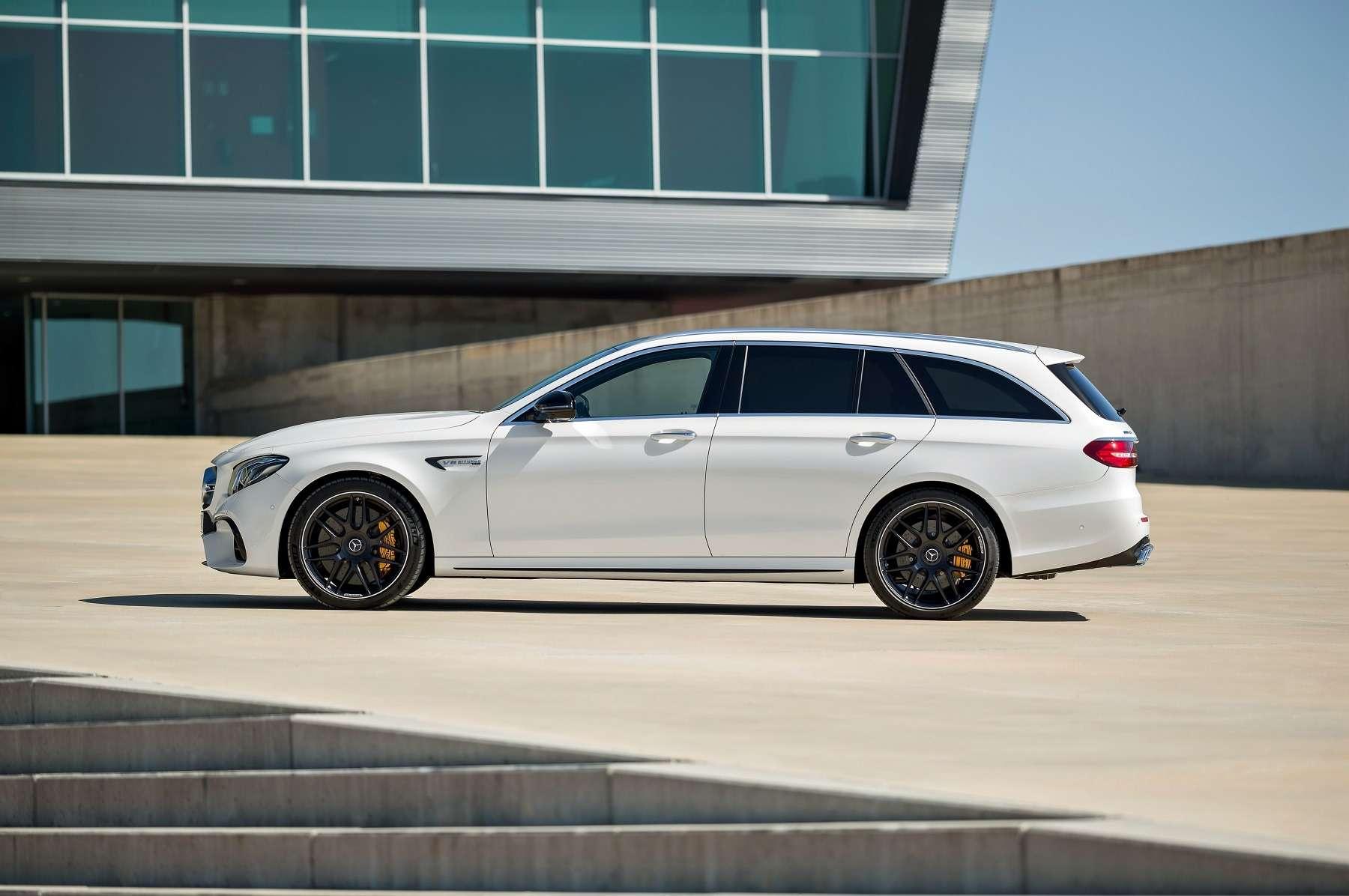 «Сарай» с темной стороны: представлен сумасшедший Mercedes-AMG E 63 Estate - фото 701707