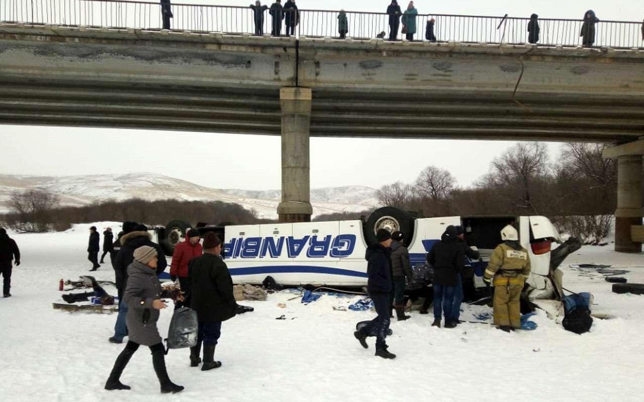 19человек погибли вупавшем смоста автобусе— фото 1013522