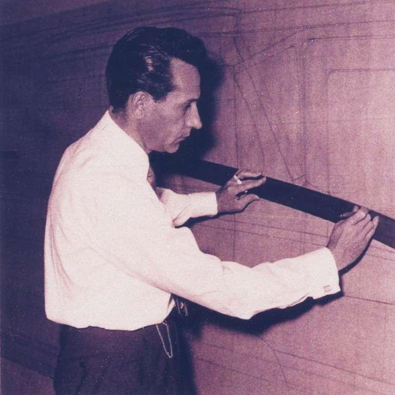 Джованни Микелотти (6.10.1921— 23.1.1980гг.) предпочитал работать наплазе не карандашом, атонким черным углем, «по-портновски».