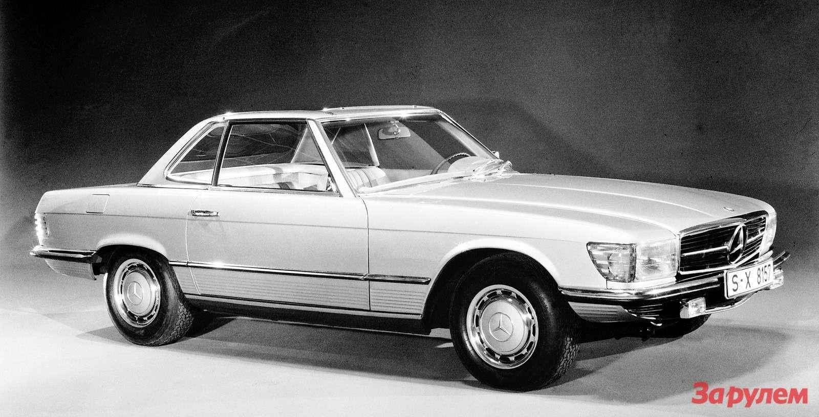 Первое официальное фото автомобиля, 1971г. Горизонтальные ребра подмолдингом делали короткобазную машину зрительно более удлиненной.