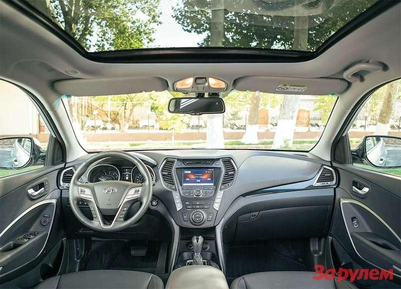 Hyundai Grand Santa FeСалон точно такой же, как уобычного «Санта-Фе». Нобедных комплектаций у«Гранда» не бывает впринципе.