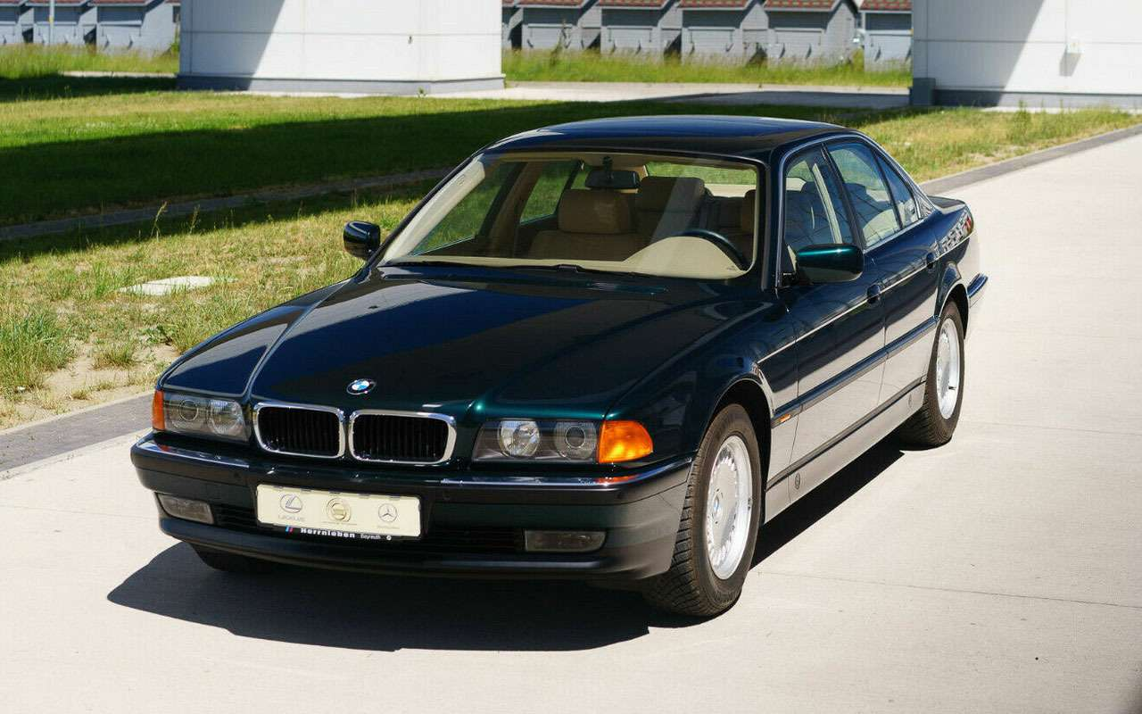 BMW провел 23года впузыре. Теперь продается