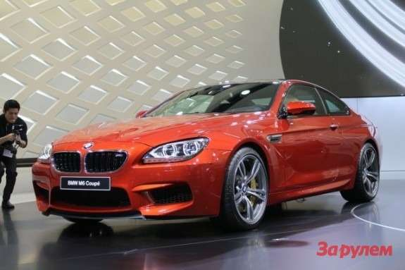 BMWM6side-front view