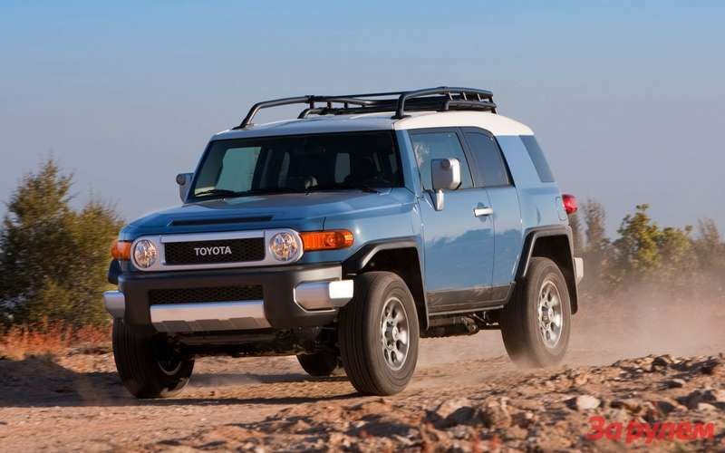 2013 Toyota FJCruiser front left view