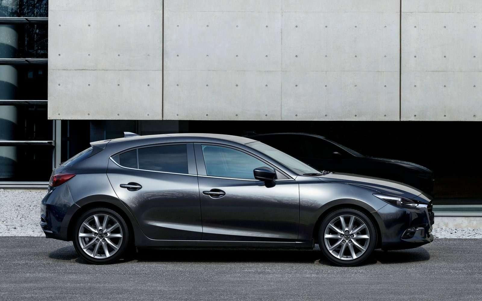 Обновленная Mazda 3будет сама жать нагаз!— фото 608696