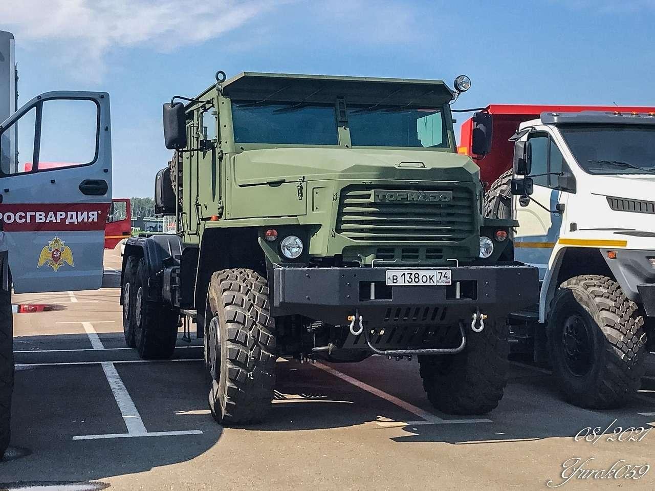 Новый грузовик Урал скрутой внешностью— первое фото иподробности— фото 1271500