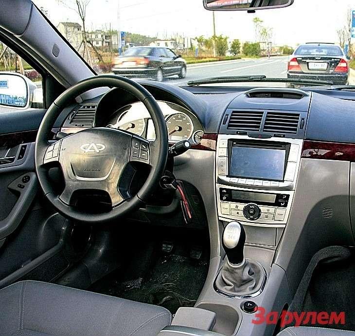 Cалон люксового G5выглядит привлекательно, добротен иудобен. Конечно, это далеко не«Лексус», ноуже вполне «Тойота».