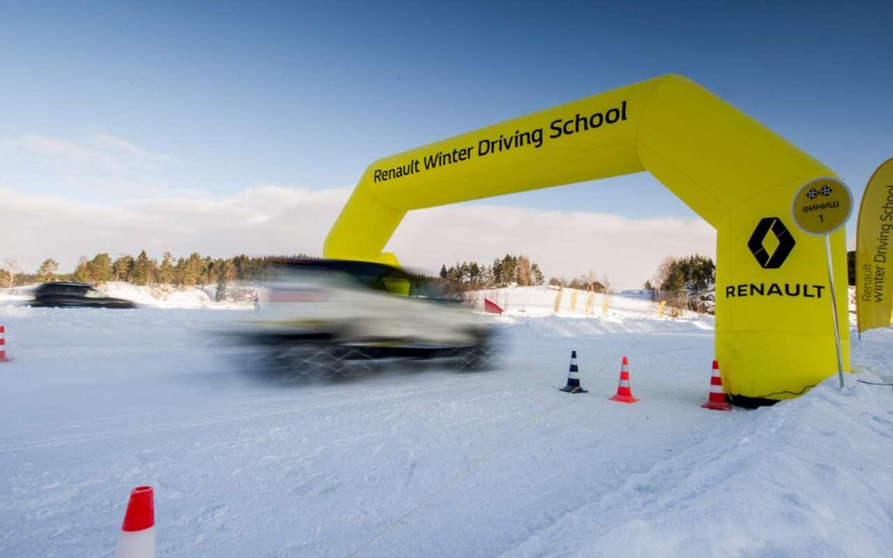 Карельский дрифт: кроссоверы Renault нальду Ладожского озера— фото 856387