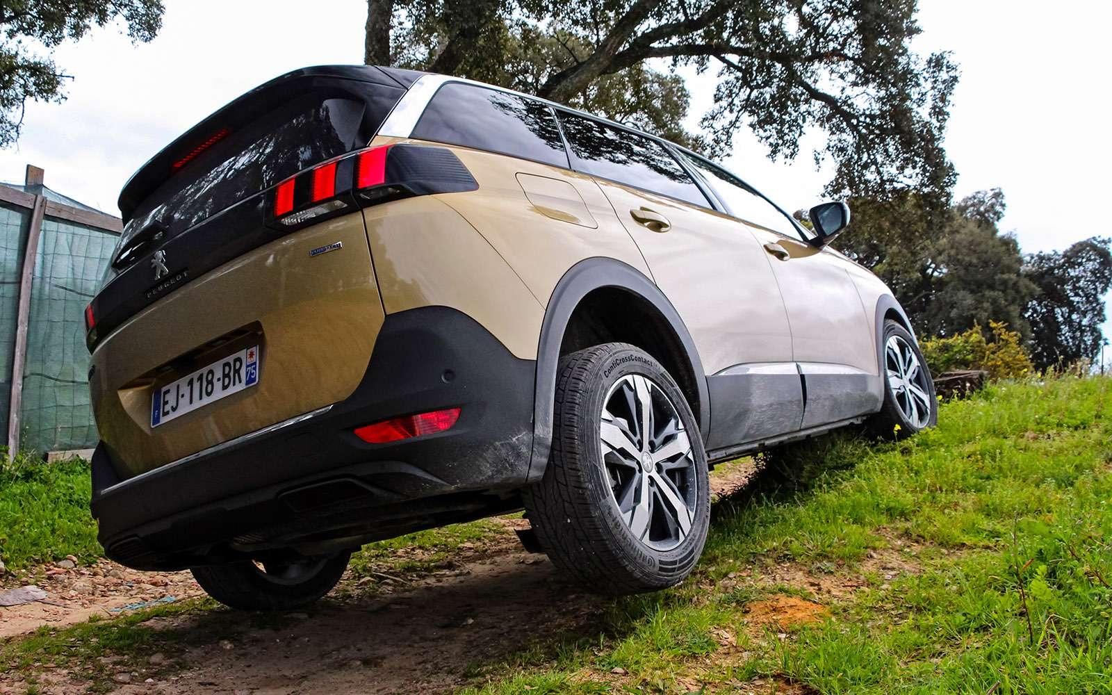 Новый Peugeot 5008: всемером попаркету— фото 736358