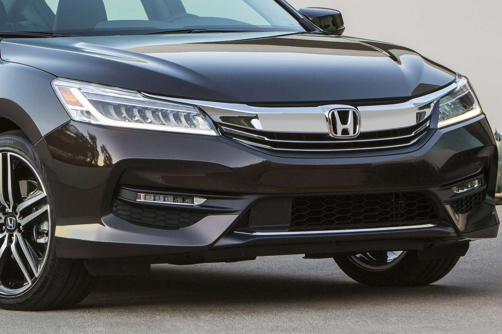 2016-Honda-Accord-VS-2015-7