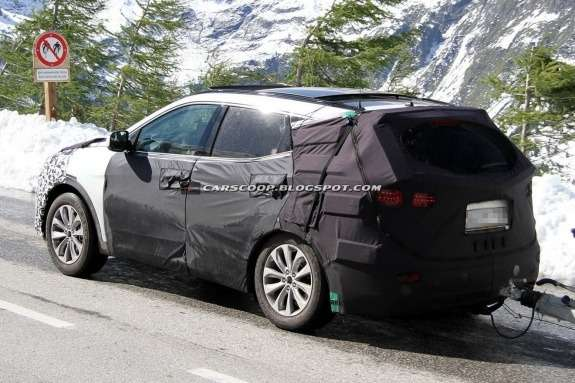 Hyundai ix45 test prototype side-rear view