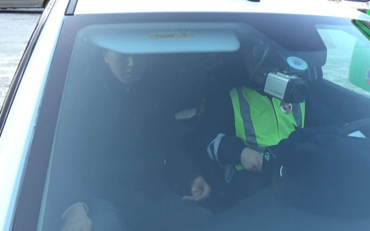 Гастарбайтера без прав исфальшивым паспортом поймали зарулем автобуса— фото 946733
