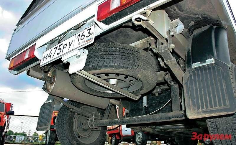 Запаска подфургоном не съедает его коммерческий объем, амалолистовые рессоры— удачное решение длянебольшого грузовичка.