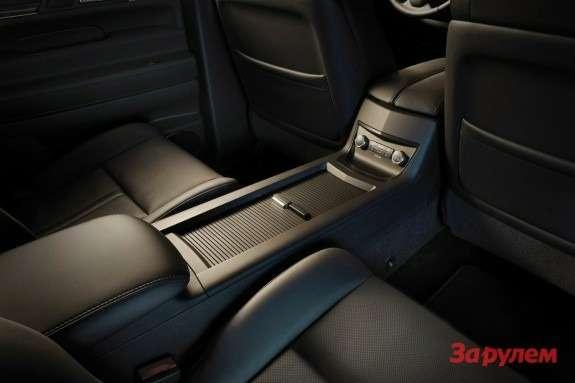 Lincoln MKT interior 3