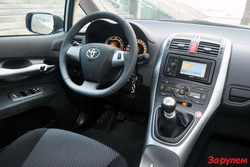 2010-Toyota-Auris7
