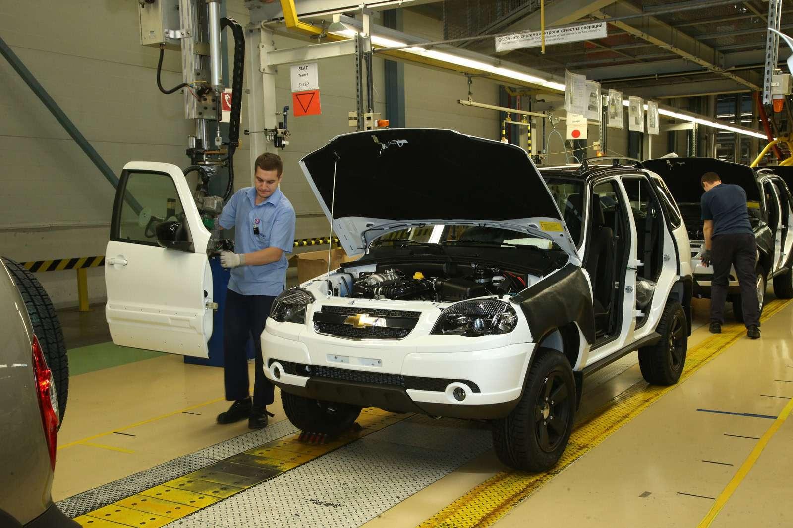 Черно-белая Chevrolet Niva спешит кдилерам (ОБНОВЛЕНО)— фото 669057