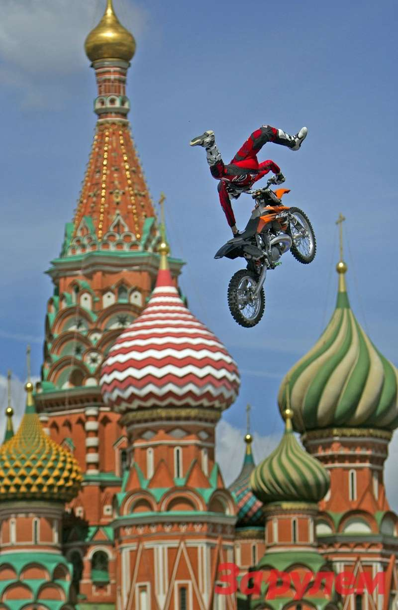 FMXMoto Show during the Moscow City Race onthe 14th ofJuly 2012.