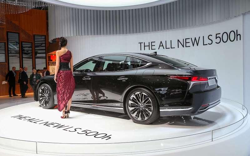 Новый Lexus LSпредстал вЖеневе вгибридном исполнении 500h