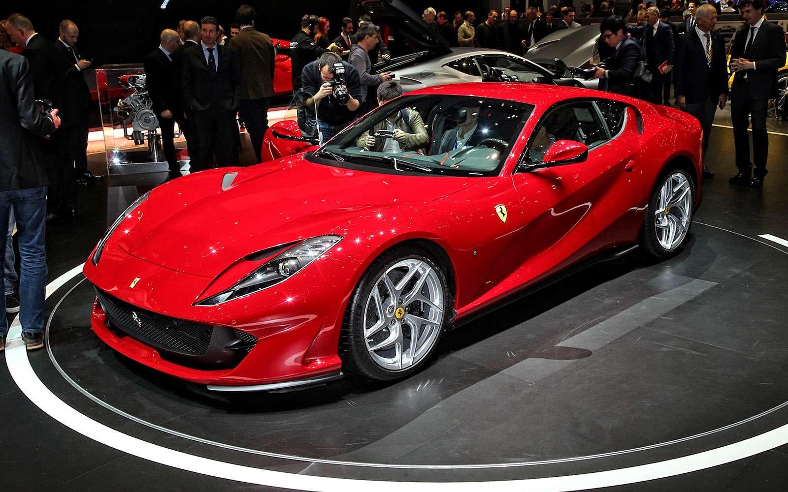 Король Женевы: Ferrari 812 Superfast вовсем великолепии— фото 718299