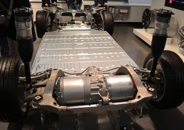 Компании Tesla Motors иPanasonic объявили орасширении поставок литий-ионных ячеек дляаккумуляторных батарей электромобилей Tesla