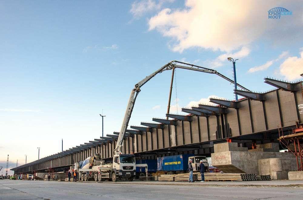 Сформирована первая плита вКерченском мостовом переходе— фото 653383