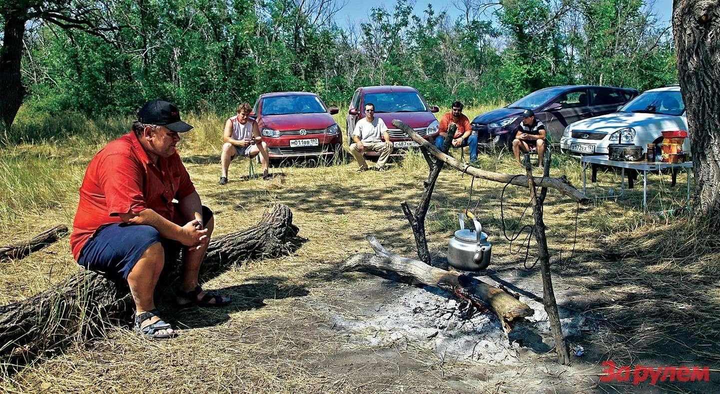 Бивуак недалеко отутеса Степана Разина. Тенёк нашли струдом, зато местные жители порадовали вежливостью, хорошим русским языком иотменным знанием своей истории.