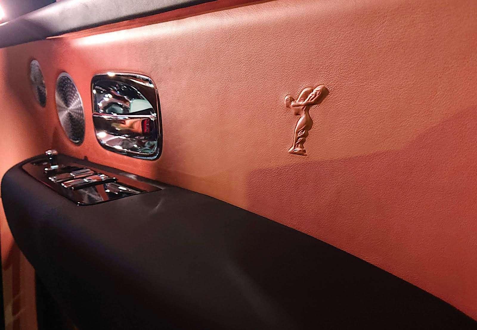 Кто дороже? Rolls-Royce привез вРоссию кроссовер за25миллионов— фото 874773