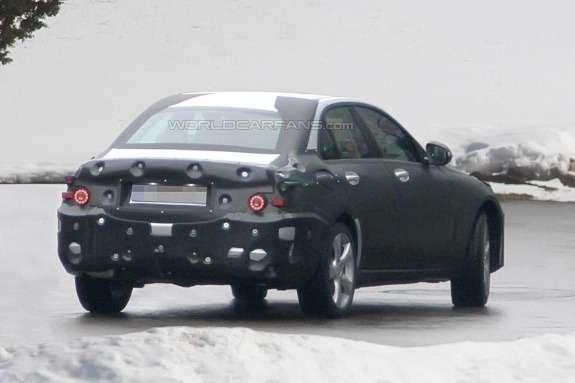 Mercedes-Benz C-klasse saloon test prototype side-rear view