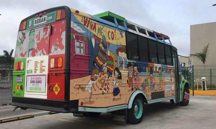 Мексиканцы приехали вМоскву наЧМ-2018на расписном автобусе— фото 878391